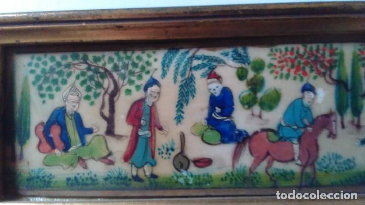 Arte: Antigua pintura miniatura oriental sobre marfil. Personajes en un jardín - Foto 10 - 114349655