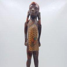 Arte: ANTIGUA TALLA O ESCULTURA AFRICANA EN MADERA TALLADA Y POLICROMADA A MANO POR NATIVOS TUAREGS .. Lote 117848018