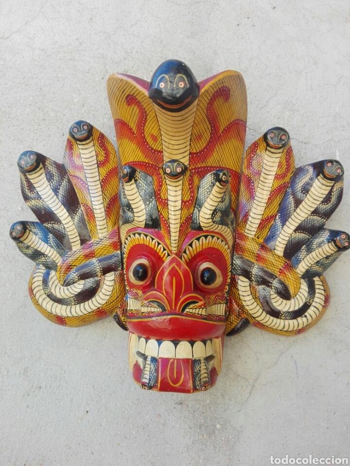MASCARA MADERA DE INDONESIA BALI TAILANDIA REALIZADA A MANO 38 CM DE ALTURA DIBUJO SERPIENTES (Arte - Étnico - Asia)