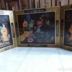Arte: PANEL DE MADERA LACADA Y EN RELIEVE CON MOTIVOS CHINOS. CON CIERRE DE BRONCE. PARA COLGAR. 100 X. Lote 116584947