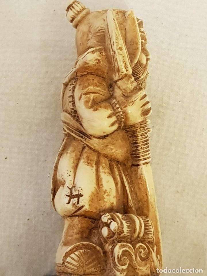 Arte: Guerrero y anciano. Arte chino. Marfilina. Años 60-70 - Foto 3 - 117868439