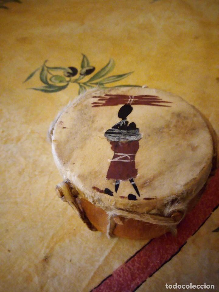 PEQUEÑO TAMBOR AFRICANO CON DIBUJO DE AFRICANO,DECORACIÓN. (Arte - Étnico - África)