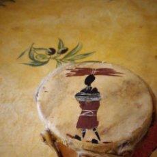 Arte: PEQUEÑO TAMBOR AFRICANO CON DIBUJO DE AFRICANO,DECORACIÓN.. Lote 117955523