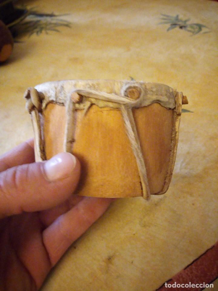 Arte: pequeño tambor africano con dibujo de africano,decoración. - Foto 2 - 117955523