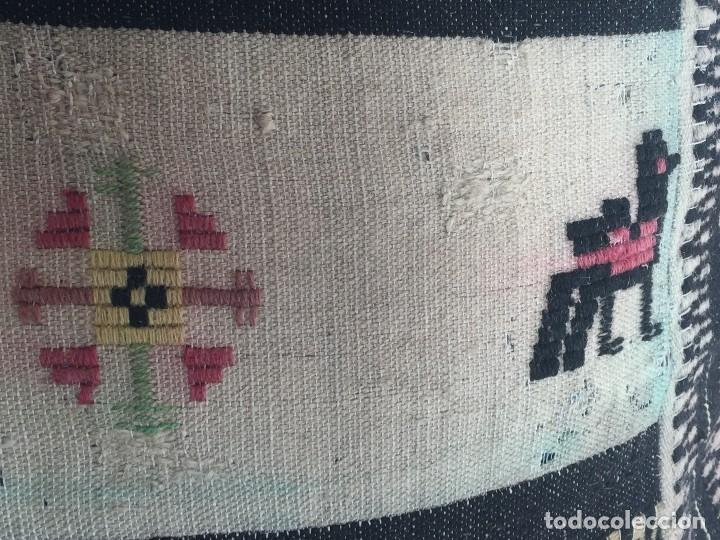 Arte: COJIN MEXICO ANDINO LANA BORDADA TELAR BOLIVIA PERU ECUADOR AMERICA LATINA PPIO S XX 52X52X15CMS - Foto 13 - 119019359