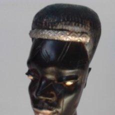 Arte: CURIOSA Y ELEGANTE TALLA AFRICANA. MADERA MUY DURA Y PESADA, (EBANO?) CON INCRUSTACIONES. Lote 119918535