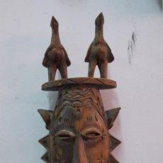Arte: ANTIGUA MASCARA AFRICANA CON TOTEMS DE PAJAROS PROTECTORES. Lote 120382091