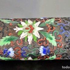 Arte: ANTIGUO BOTE CHINO PARA PINCELES DE BELLO ESMALTE CLOISONÉ Y BRONCE - CHINA PERIODO REPUBLICA. Lote 105081107