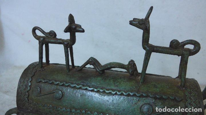 Arte: Antigua gran escultura africana de bronce, caja funebre, dogon de Africa. Original. - Foto 2 - 126196439