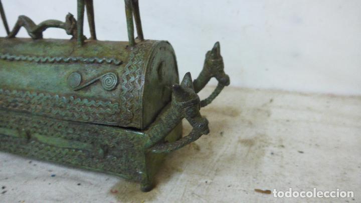 Arte: Antigua gran escultura africana de bronce, caja funebre, dogon de Africa. Original. - Foto 3 - 126196439