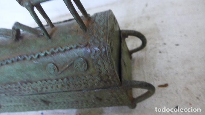 Arte: Antigua gran escultura africana de bronce, caja funebre, dogon de Africa. Original. - Foto 7 - 126196439