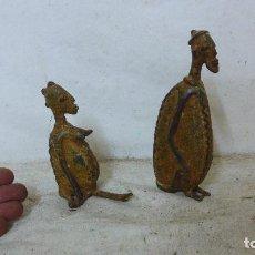 Arte: ANTIGUA PAREJA DE ESCULTURA DE BRONCE AFRICANO, ORIGINAL, DE TRIBU AFRICANA. MALI. AFRICA.. Lote 126196623