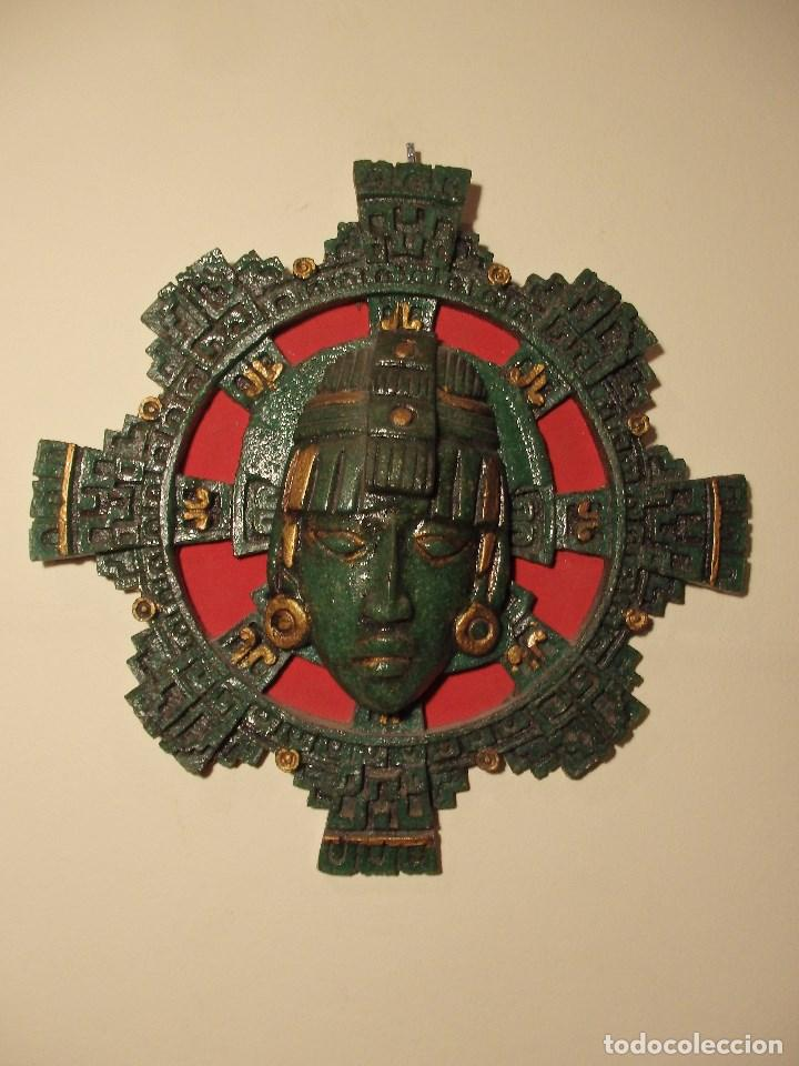 MÁSCARA GRANDE MEXICANA DE MALAQUITA SOBRE FONDO ROJO. (Arte - Étnico - América)