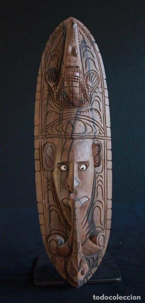 MASCARA DE MADERA NOBLE PROCEDENTE DE LA ZONA DEL LAGO EDEL, EN PAPUA NUEVA GUINEA. (Arte - Étnico - Oceanía)