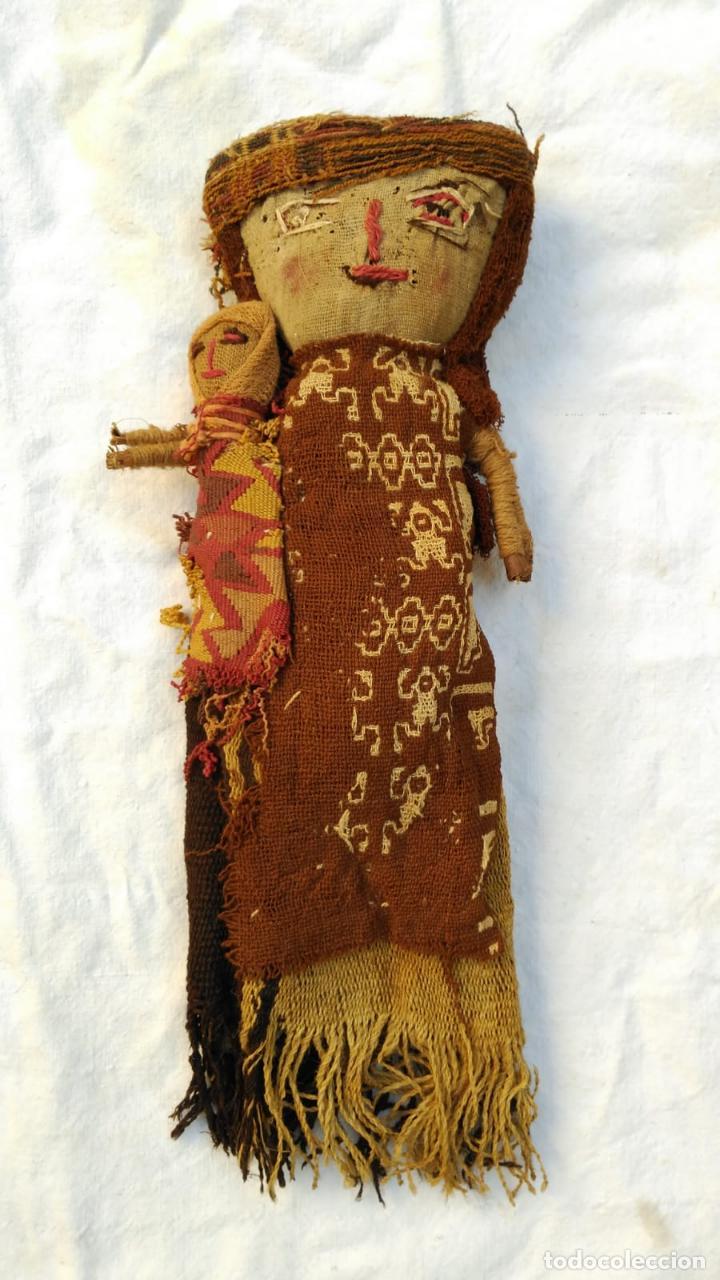 MUÑECA ARTESANAL PERU CHANCAY SIGLO XX CON TEXTILES PROBABLEMENTE ANTIGUOS BPY (Kunst - Ethnische - Amerika)