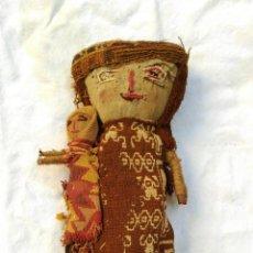 Arte: MUÑECA ARTESANAL PERU CHANCAY SIGLO XX CON TEXTILES PROBABLEMENTE ANTIGUOS BPY. Lote 128783087