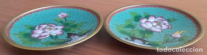 Arte: Pareja de Platos Pequeños. Placas. Bronce con Esmalte Cloisonné. China. Mediados Siglo XX. - Foto 3 - 128791051