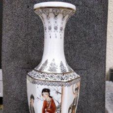Arte: JARRÓN DE CRISTAL ASIÁTICO (JAPONÉS O CHINO) MUY FINO, MUY LIGERO PINTADO A MANO.29X10.5 M. CON CAJA. Lote 129596667