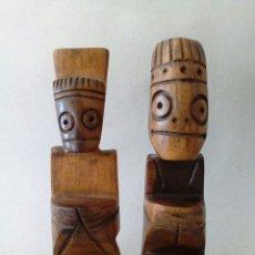 Arte: DOS CURIOSAS TALLAS REALIZADAS EN MADERA, POSIBLEMENTE CAOBA.. Lote 131716382