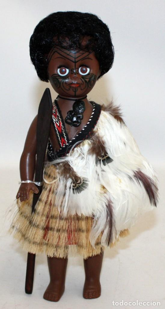 GUERRERA NEGRITA MAORÍ (NUEVA ZELANDA),CON PLUMAS NATURALES. (Arte - Étnico - Oceanía)