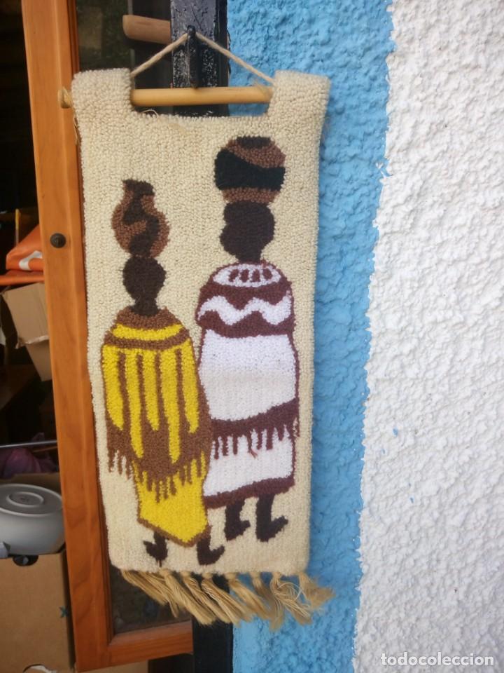 BONITO TAPIZ HECHO DE LANA ,AFRICA.FIBRAS NATURALES. (Arte - Étnico - África)