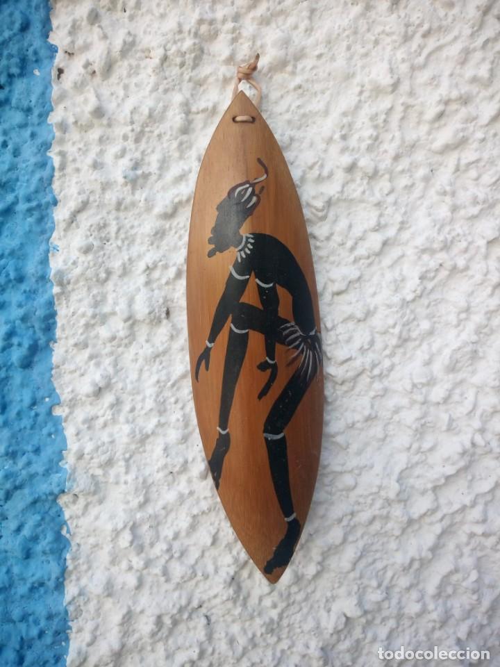 BONITO ADORNO PINTADO A MANO EN CAÑA DE BAMBÚ. (Arte - Étnico - África)