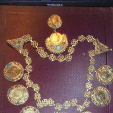 Arte: ANTIGUO COLLAR TRIBAL ALBANES , MONEDAS Y DIFERENTES PIEDRAS 49 CM. LARGO TRABAJO DE FILIGRANA . Lote 137536382