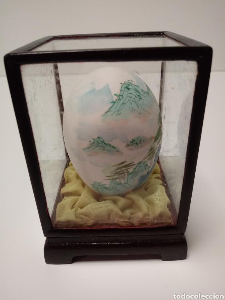 Arte: Huevo de adorno pintado a mano años 70 en urna de madera y cristal - Foto 4 - 137895096