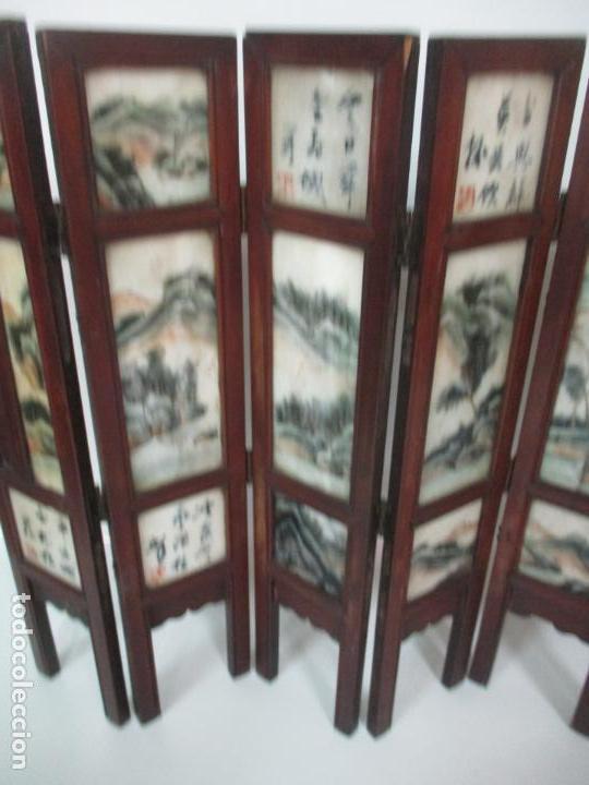 Arte: Pequeño Biombo Antiguo - Oriental - China - 8 Hojas - 2 Caras - Madera y Mármol Policromado - Foto 42 - 139309766