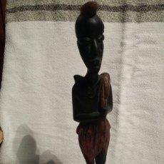 Arte: FIGURA DE HOMBRE AFRICANO EN MADERA. Lote 142179166