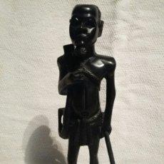 Arte: TALLA DE GUERRERO AFRICANO EN MADERA DE ÉBANO. Lote 142183713