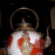 Arte: TETERA ORIENTAL EN PORCELANA CHINA Y PLATA TIBETANA. Lote 152136456