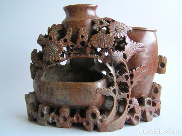 TALLA ORIENTAL EN JADEÍTA. LIMPIA PINCELES. CHINA. 20 X 16 CM.. PRIMERA MITAD SIGLO XX. (Arte - Étnico - Asia)