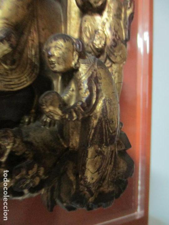 Arte: Antiguo Relieve Oriental - China - Talla de Madera Dorada - Sobre Metraquilato y Marco -S. XVIII-XIX - Foto 4 - 143744254