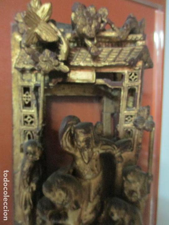 Arte: Antiguo Relieve Oriental - China - Talla de Madera Dorada - Sobre Metraquilato y Marco -S. XVIII-XIX - Foto 6 - 143744254