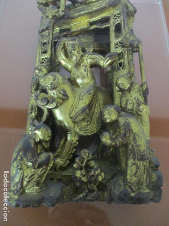 Arte: Antiguo Relieve Oriental - China - Talla de Madera Dorada - Sobre Metraquilato y Marco -S. XVIII-XIX - Foto 8 - 143744254