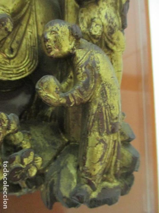 Arte: Antiguo Relieve Oriental - China - Talla de Madera Dorada - Sobre Metraquilato y Marco -S. XVIII-XIX - Foto 9 - 143744254