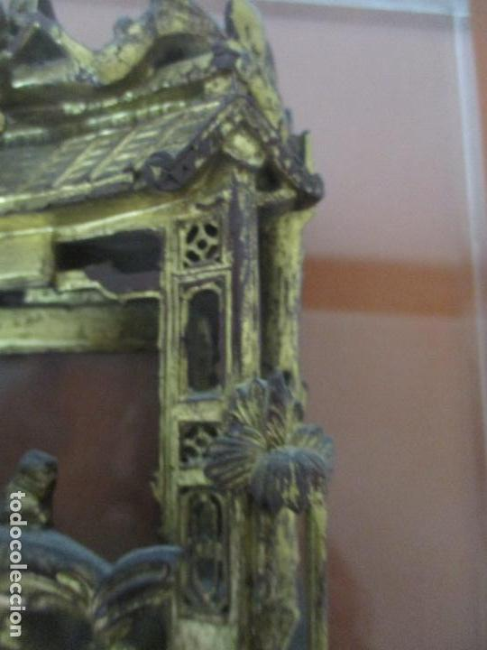 Arte: Antiguo Relieve Oriental - China - Talla de Madera Dorada - Sobre Metraquilato y Marco -S. XVIII-XIX - Foto 13 - 143744254