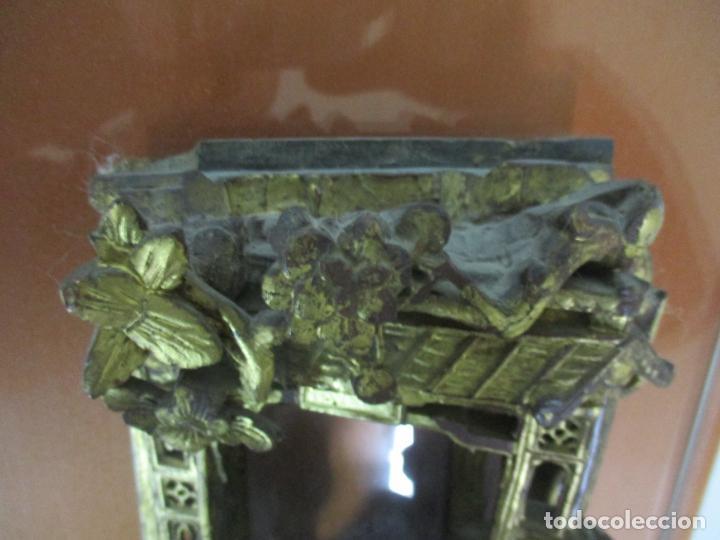 Arte: Antiguo Relieve Oriental - China - Talla de Madera Dorada - Sobre Metraquilato y Marco -S. XVIII-XIX - Foto 16 - 143744254