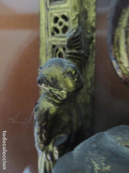 Arte: Antiguo Relieve Oriental - China - Talla de Madera Dorada - Sobre Metraquilato y Marco -S. XVIII-XIX - Foto 21 - 143744254