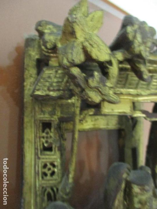 Arte: Antiguo Relieve Oriental - China - Talla de Madera Dorada - Sobre Metraquilato y Marco -S. XVIII-XIX - Foto 22 - 143744254