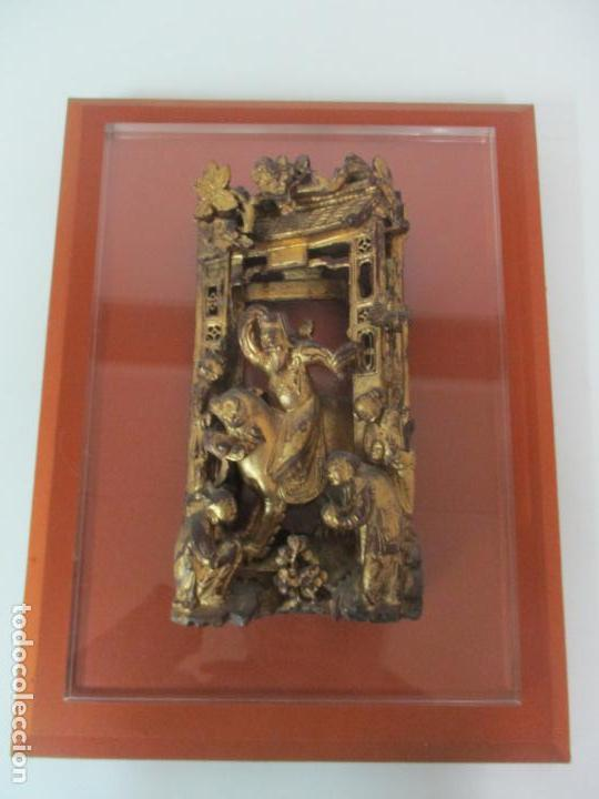Arte: Antiguo Relieve Oriental - China - Talla de Madera Dorada - Sobre Metraquilato y Marco -S. XVIII-XIX - Foto 23 - 143744254