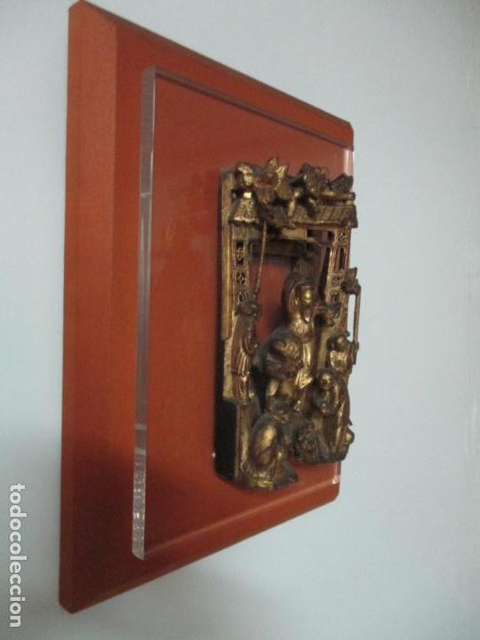 Arte: Antiguo Relieve Oriental - China - Talla de Madera Dorada - Sobre Metraquilato y Marco -S. XVIII-XIX - Foto 24 - 143744254