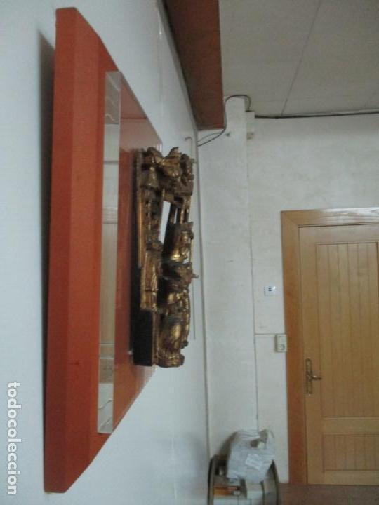 Arte: Antiguo Relieve Oriental - China - Talla de Madera Dorada - Sobre Metraquilato y Marco -S. XVIII-XIX - Foto 25 - 143744254