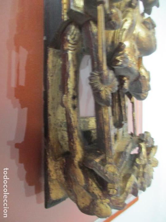 Arte: Antiguo Relieve Oriental - China - Talla de Madera Dorada - Sobre Metraquilato y Marco -S. XVIII-XIX - Foto 27 - 143744254