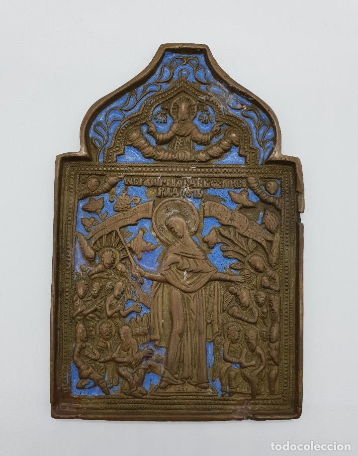CAPILLA O ICONO RUSO ORTODOXO ANTIGUO BELLAMENTE CINCELADO EN BRONCE Y PARCIALMENTE ESMALTADO . (Arte - Étnico - Europa)