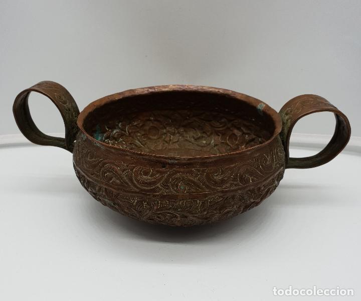 Arte: Curioso recipiente Nepalí para conjuros y pócimas antiguo en cobre con mascara demoniaca repujada . - Foto 8 - 145296274
