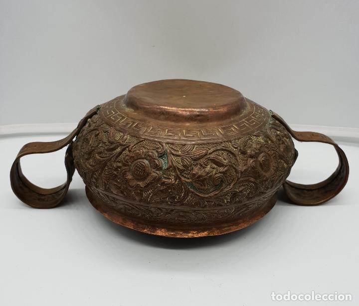 Arte: Curioso recipiente Nepalí para conjuros y pócimas antiguo en cobre con mascara demoniaca repujada . - Foto 9 - 145296274