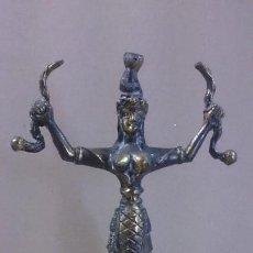 Arte: ESCULTURA DIOSA DE CRETA EN BRONCE 17X12 CTMS. Lote 145358382