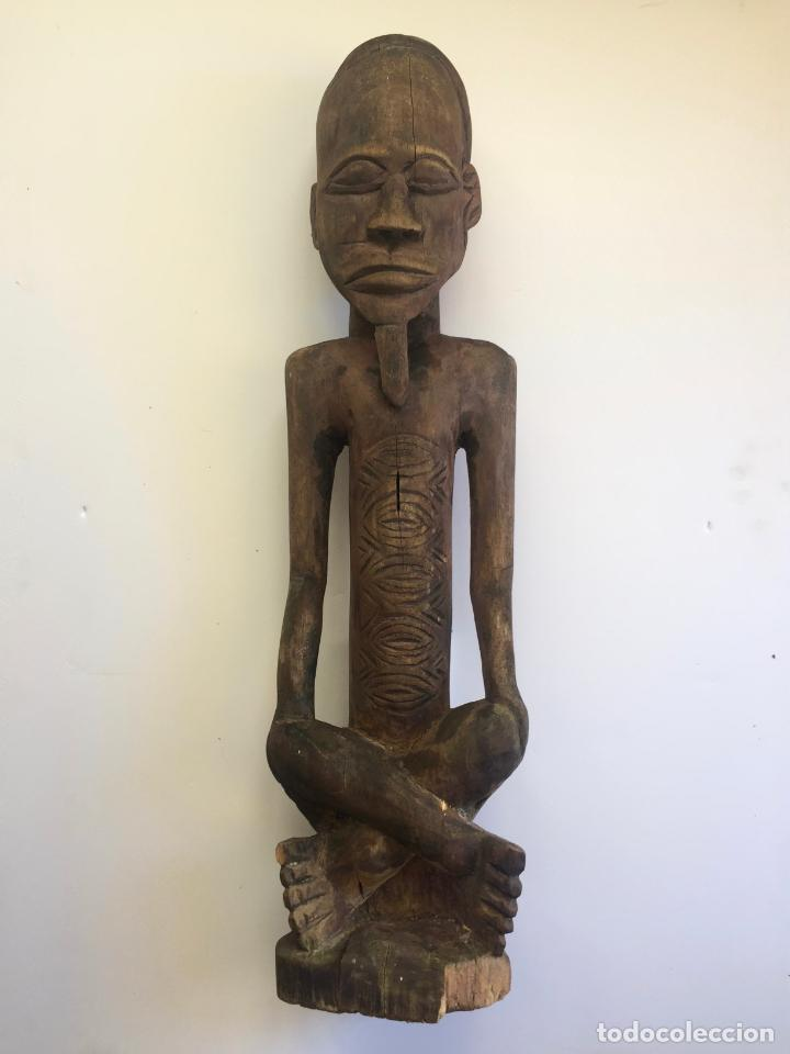 TALLA AFRICANA EN MADERA . 72 CM. BEMBE (Arte - Étnico - África)